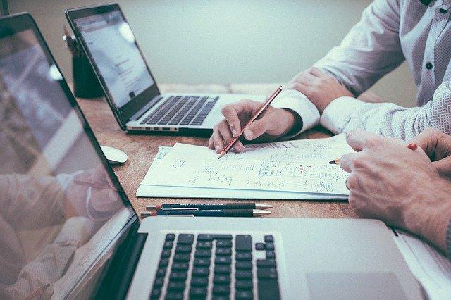 מה עושה בודק שכר מוסמך?